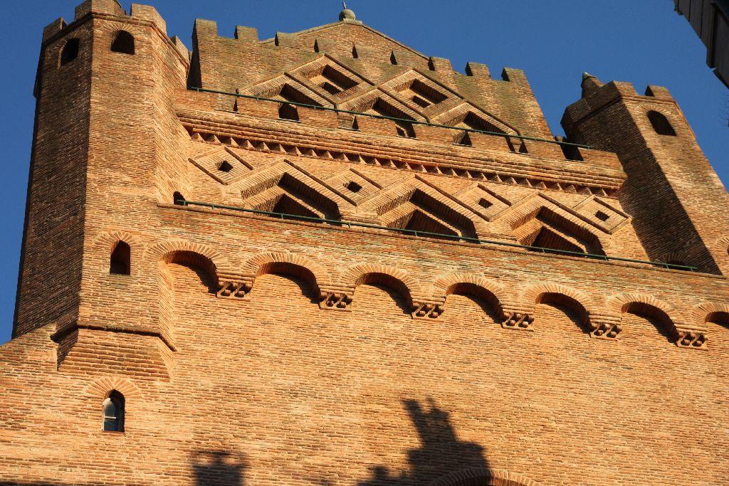 http://www.toulouse-brique.com/photos/autres-eglises/taur7.jpg