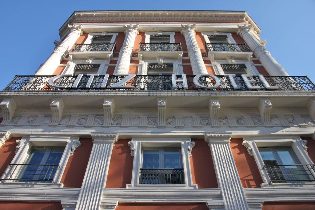 http://www.toulouse-brique.com/photos/facades/Jean_Jaures/Jean%20Jaures%20(105).JPG