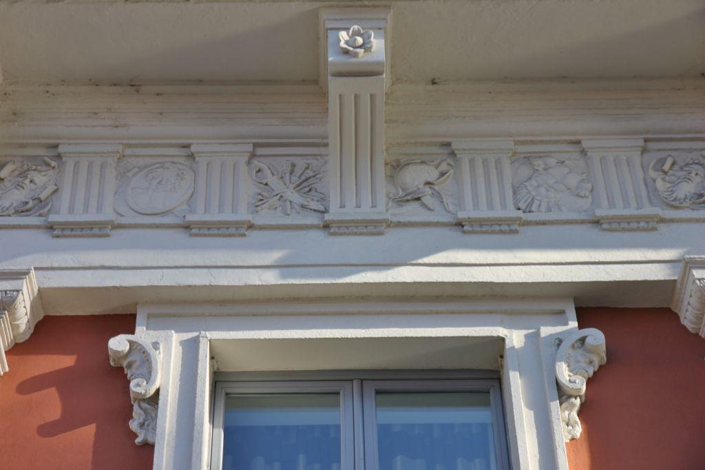http://www.toulouse-brique.com/photos/facades/Jean_Jaures/Jean%20Jaures%20(106).JPG