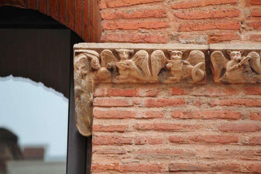 http://www.toulouse-brique.com/photos/facades/baragnon_detail%20(3).JPG