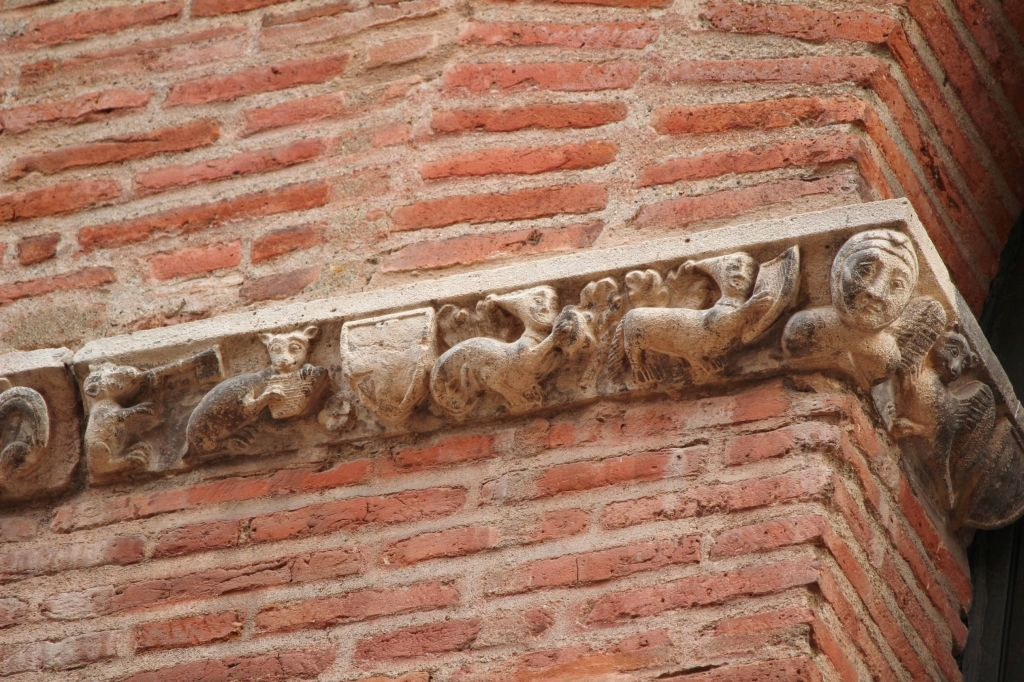 http://www.toulouse-brique.com/photos/facades/baragnon_musique.JPG