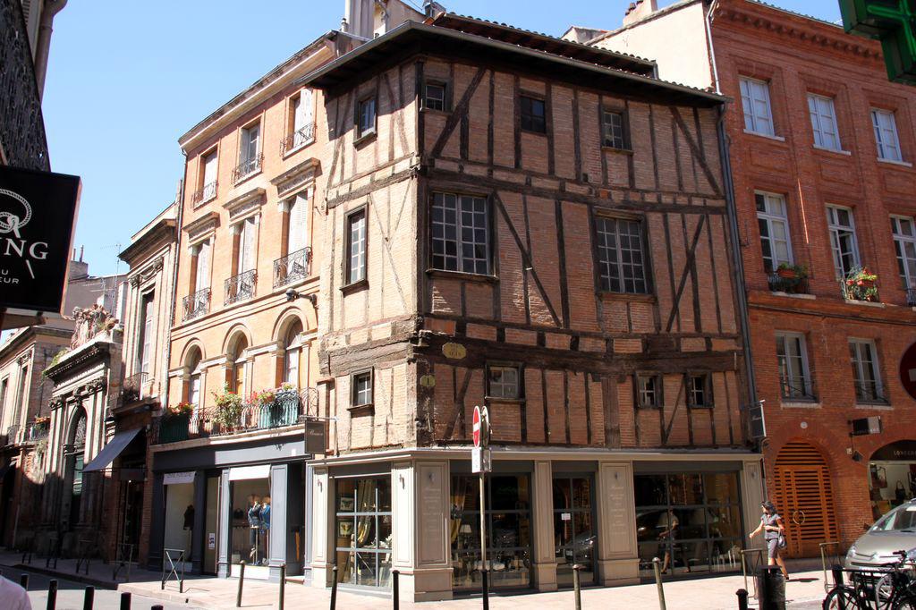 http://www.toulouse-brique.com/photos/facades/croix-baragnon_7.jpg