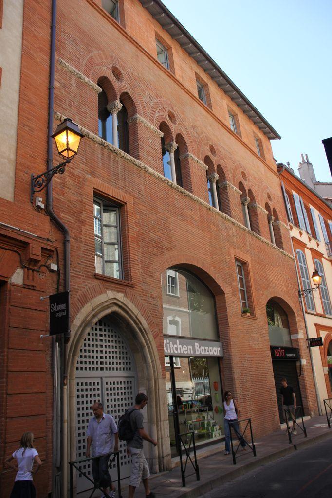 http://www.toulouse-brique.com/photos/facades/maison_romano_gothique_1.jpg