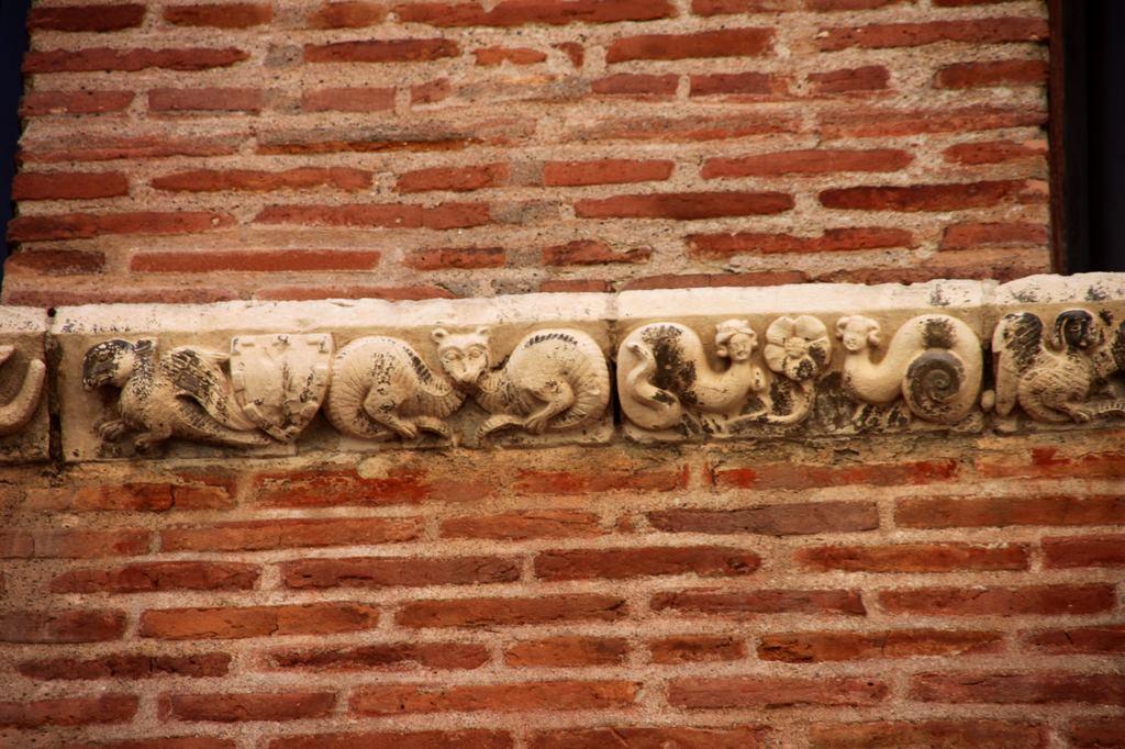 http://www.toulouse-brique.com/photos/facades/maison_romano_gothique_5.jpg