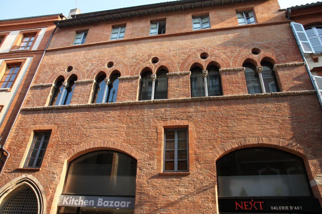 http://www.toulouse-brique.com/photos/facades/maison_romano_gothique_8.jpg