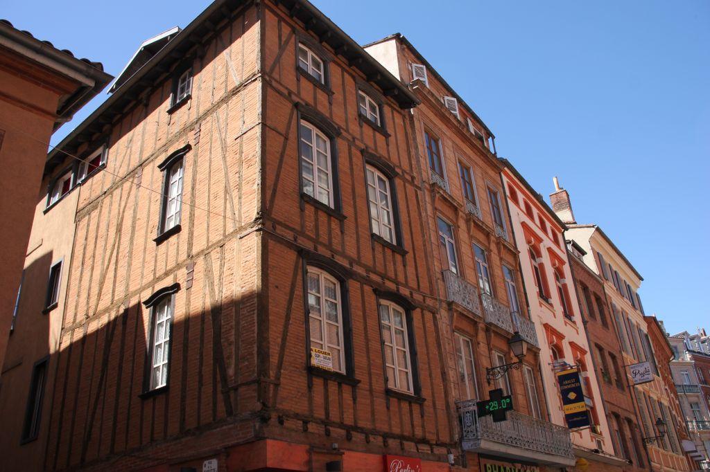 http://www.toulouse-brique.com/photos/facades/rue-pomme%20(5).JPG