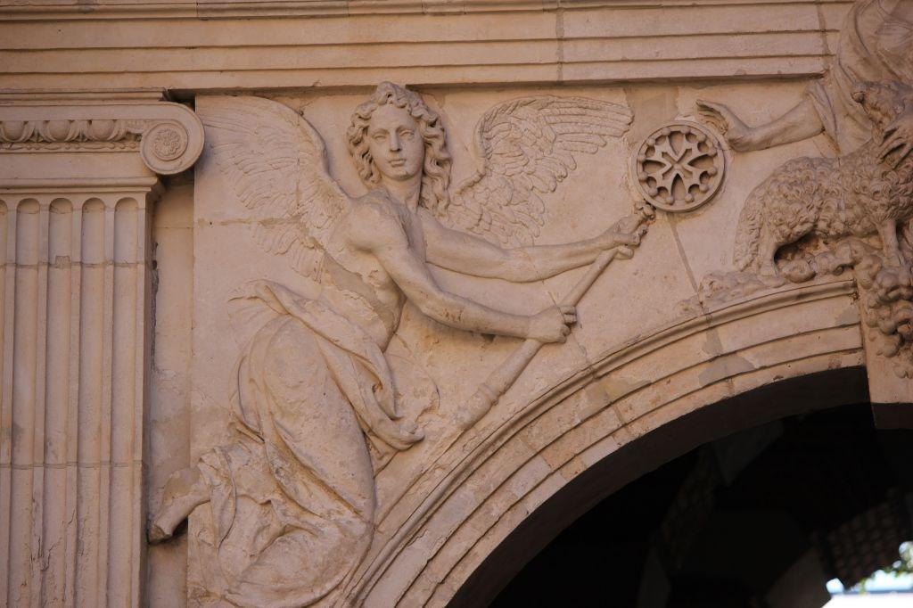 http://www.toulouse-brique.com/photos/hoteldeville/portebachelier-02.jpg