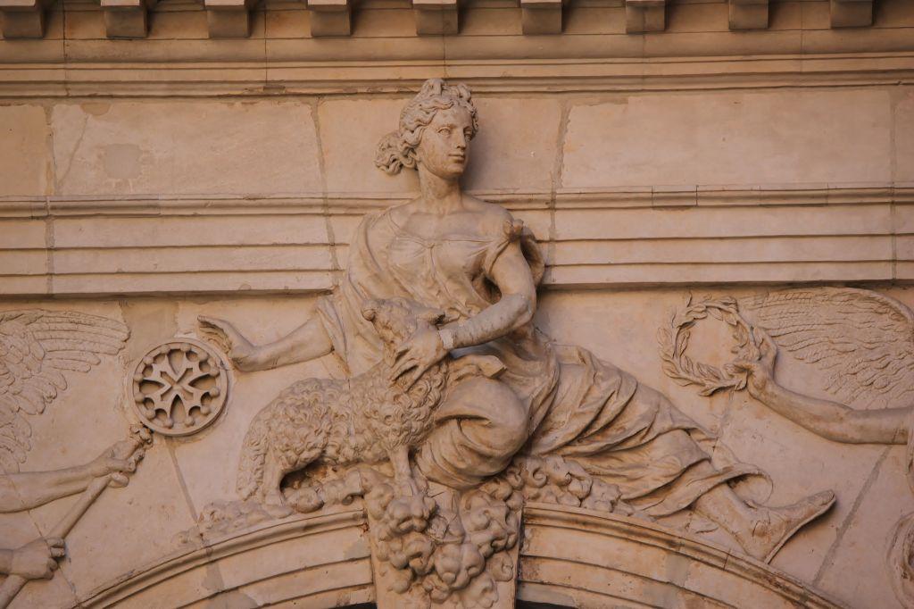 http://www.toulouse-brique.com/photos/hoteldeville/portebachelier-03.jpg