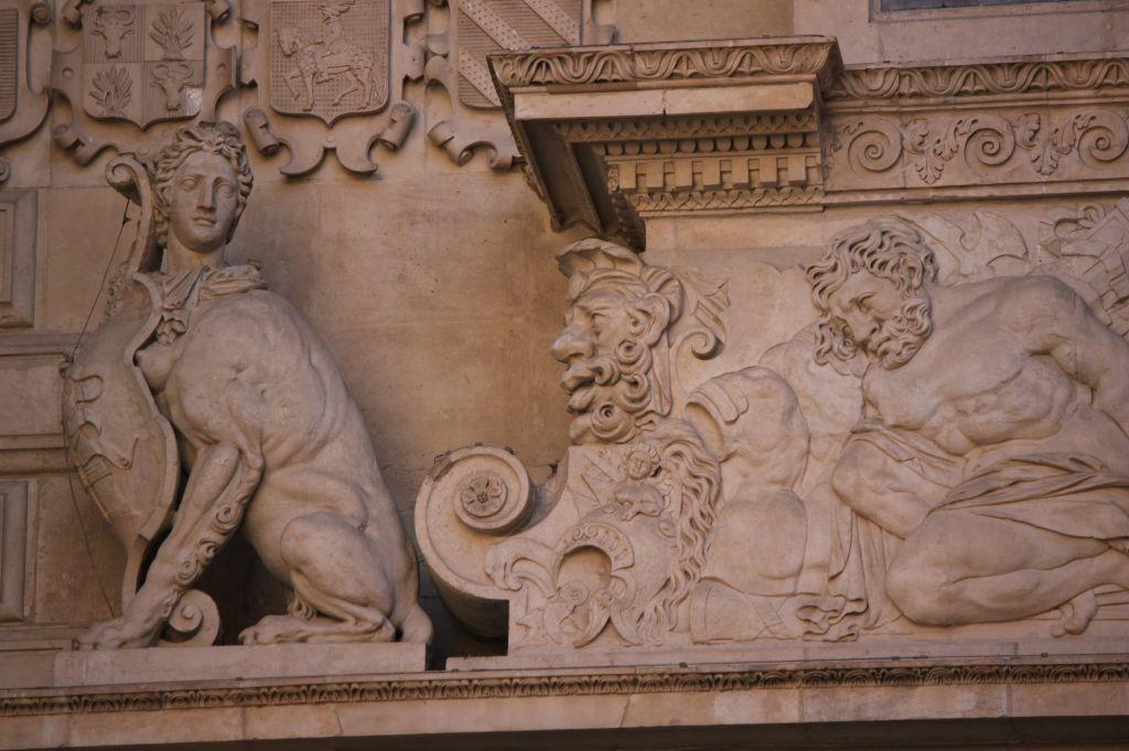 http://www.toulouse-brique.com/photos/hoteldeville/portebachelier-05.jpg