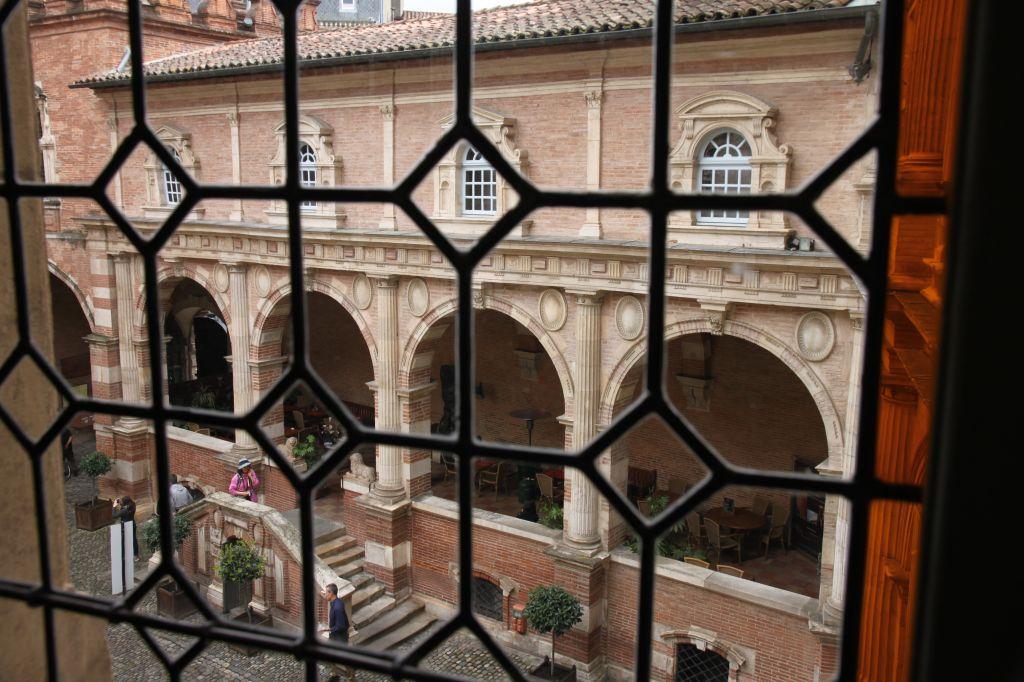 http://www.toulouse-brique.com/photos/hotels/assezat/assezat%20(12).JPG
