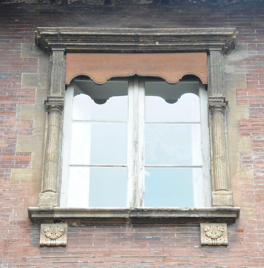 http://www.toulouse-brique.com/photos/hotels/hotels-16-parlement/Bagis-etage-2.jpg