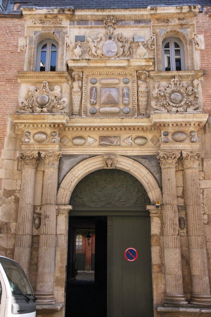 http://www.toulouse-brique.com/photos/hotels/hotels-16-parlement/felzins-1.jpg