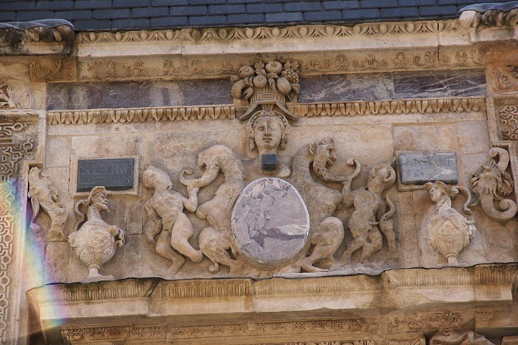 http://www.toulouse-brique.com/photos/hotels/hotels-16-parlement/felzins-10.jpg