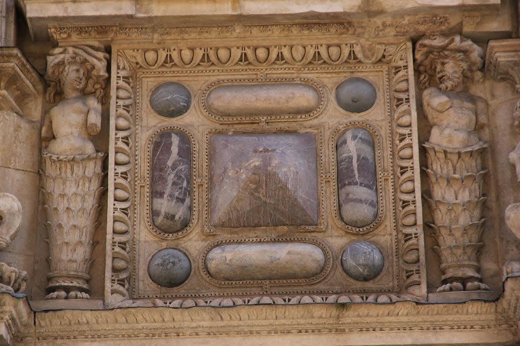 http://www.toulouse-brique.com/photos/hotels/hotels-16-parlement/felzins-13.jpg