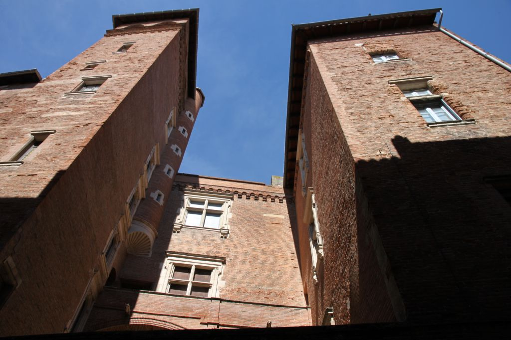 http://www.toulouse-brique.com/photos/hotels/hotels-16-parlement/mansenc%20(1).JPG