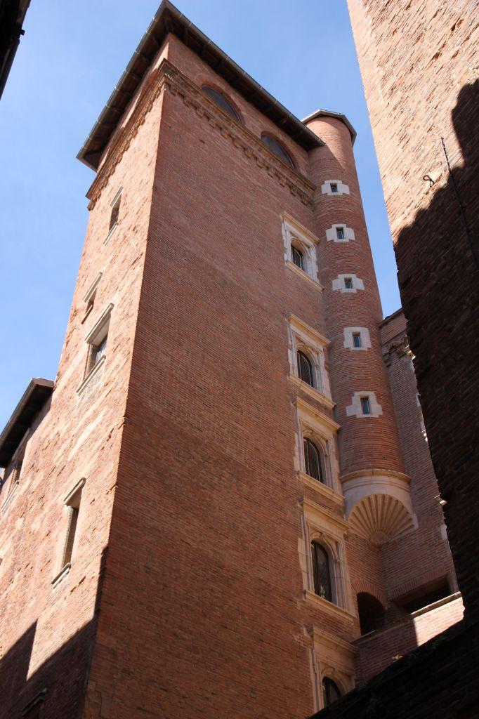 http://www.toulouse-brique.com/photos/hotels/hotels-16-parlement/mansenc%20(2).JPG