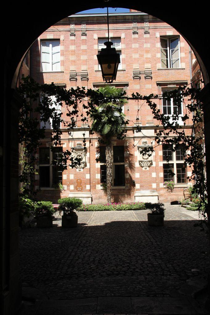 http://www.toulouse-brique.com/photos/hotels/hotels-16-parlement/montval-1.jpg