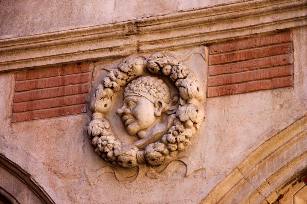 http://www.toulouse-brique.com/photos/hotels/hotels-16-parlement/montval-4.jpg