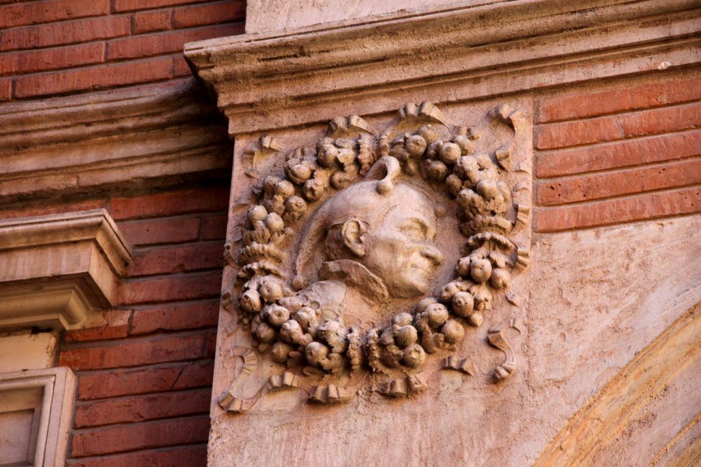 http://www.toulouse-brique.com/photos/hotels/hotels-16-parlement/montval-5.jpg