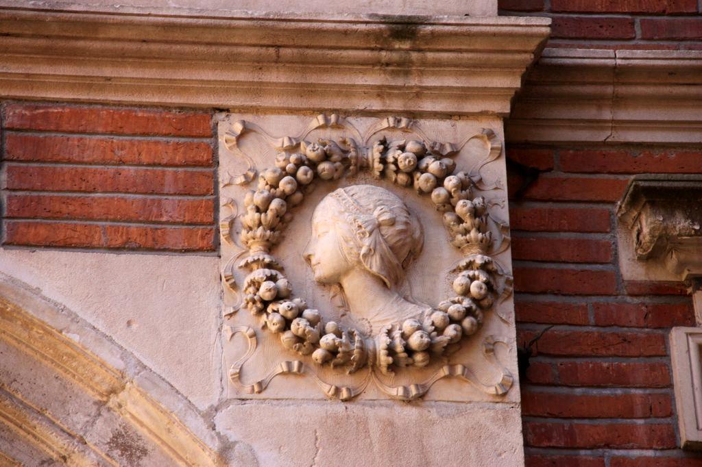http://www.toulouse-brique.com/photos/hotels/hotels-16-parlement/montval-6.jpg