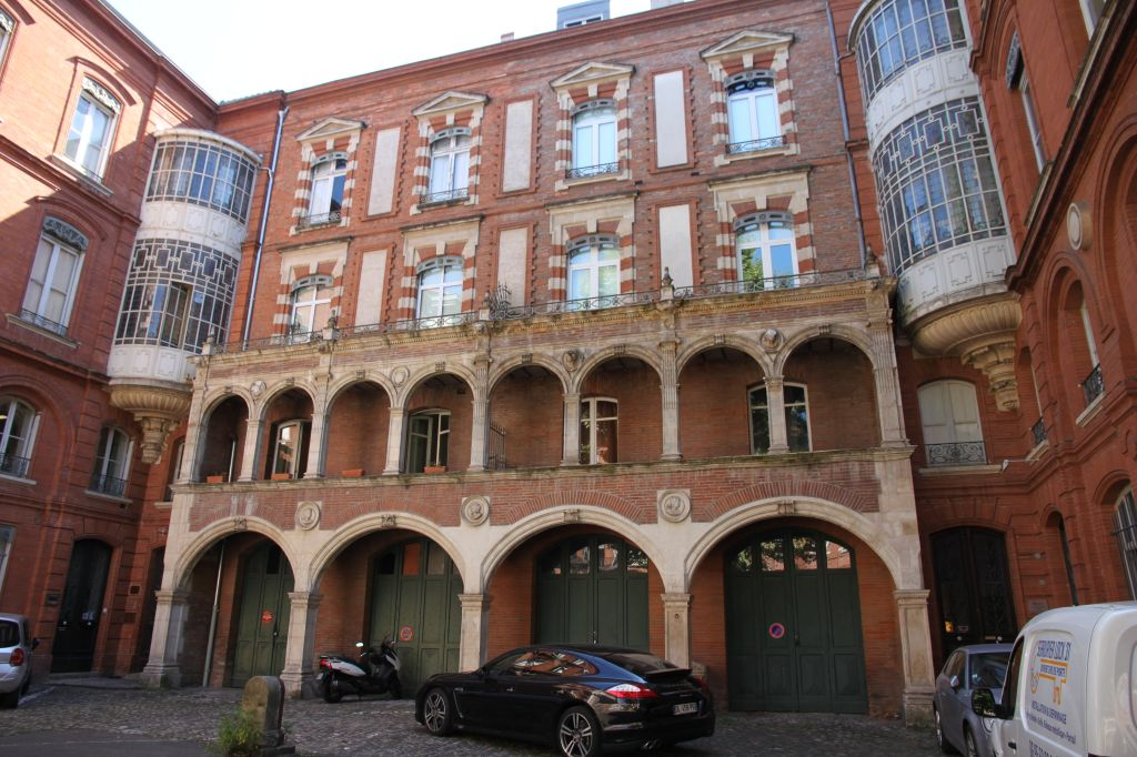 http://www.toulouse-brique.com/photos/hotels/hotels-16-parlement/pins-2016%20(1).JPG