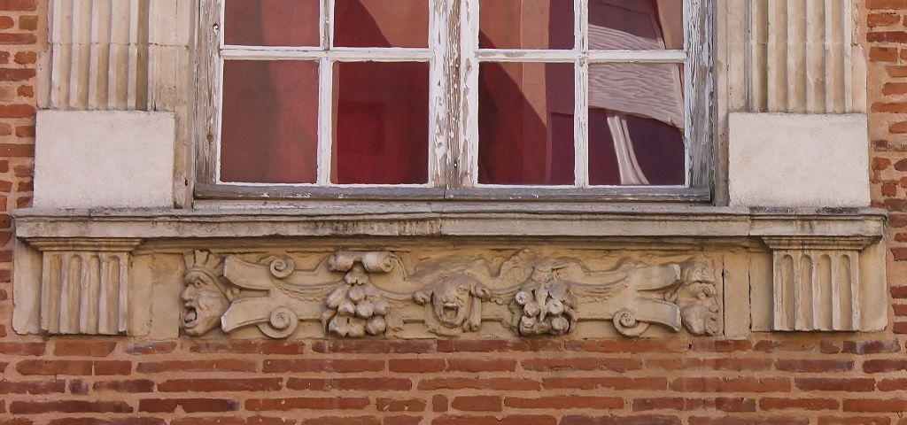 http://www.toulouse-brique.com/photos/hotels/hotels-16-pastel/medicis%20(1).JPG