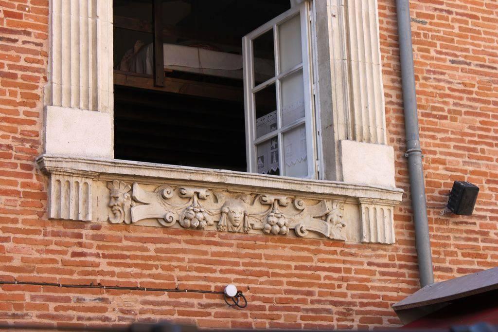 http://www.toulouse-brique.com/photos/hotels/hotels-16-pastel/medicis-3.jpg