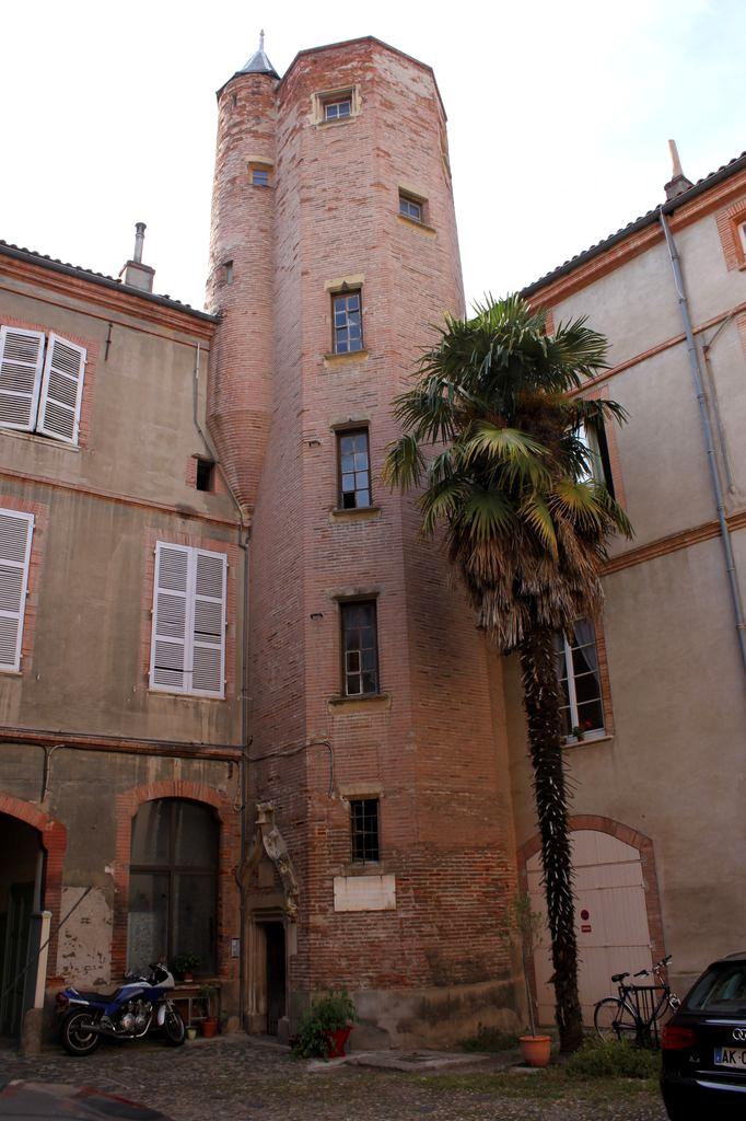 http://www.toulouse-brique.com/photos/hotels/hotels-autres-3/carreri-02.jpg