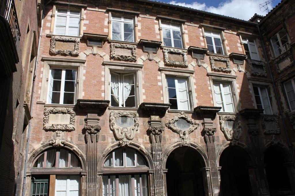 http://www.toulouse-brique.com/photos/hotels/hotels-autres-3/pierre-10.jpg
