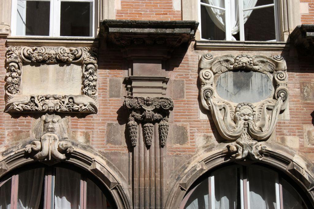 http://www.toulouse-brique.com/photos/hotels/hotels-autres-3/pierre-12.jpg