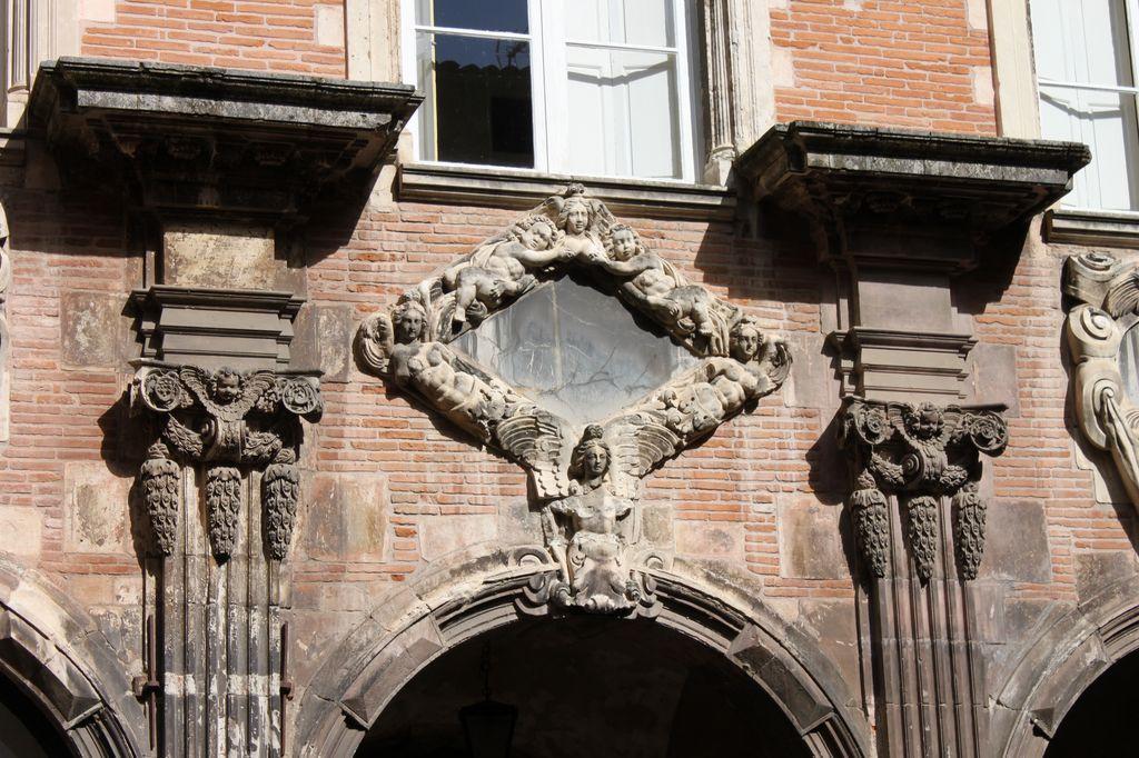 http://www.toulouse-brique.com/photos/hotels/hotels-autres-3/pierre-16.jpg
