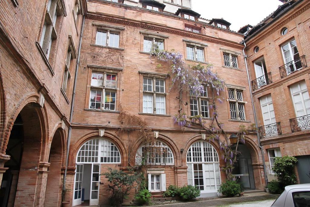 http://www.toulouse-brique.com/photos/hotels/hotels-autres/comere%20(1).JPG