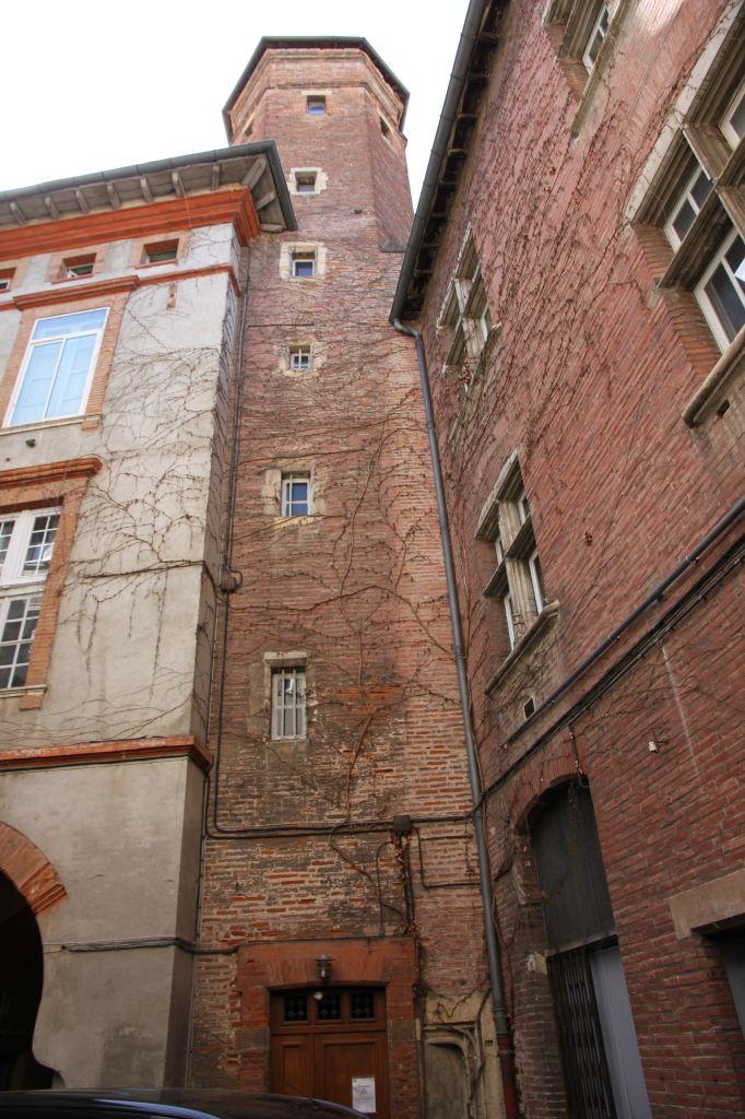 http://www.toulouse-brique.com/photos/hotels/hotels-autres/ysalguier%20(4).JPG