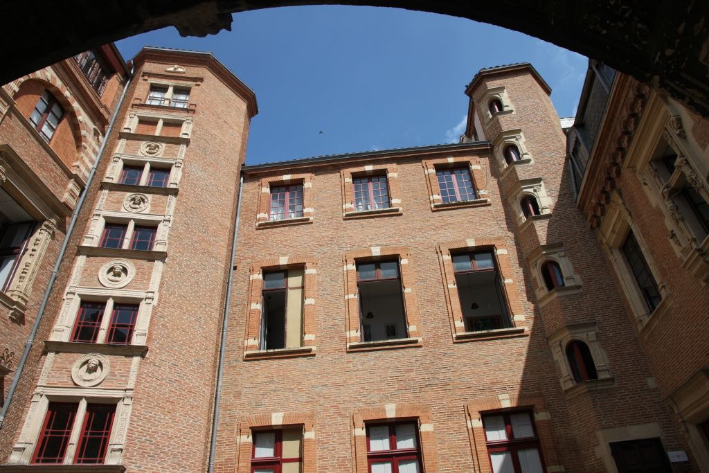 http://www.toulouse-brique.com/photos/hotels/vieux_raisin/raisin-10b.jpg