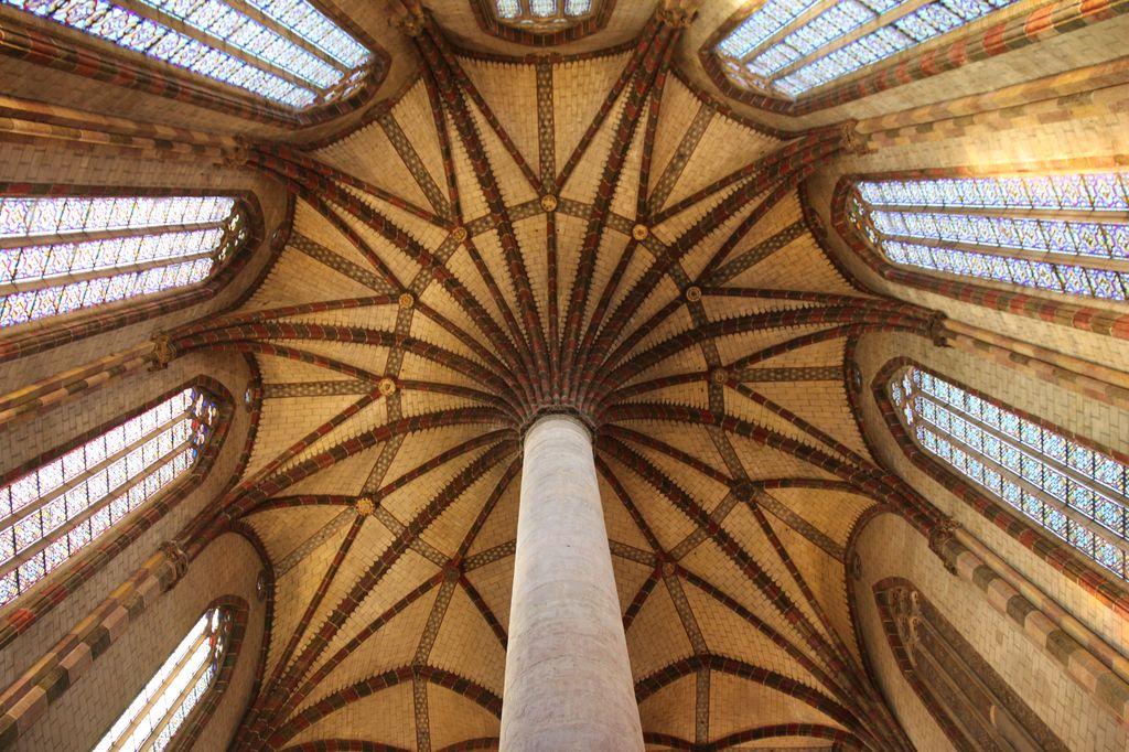 http://www.toulouse-brique.com/photos/jacobins/jacobins-palmier.jpg