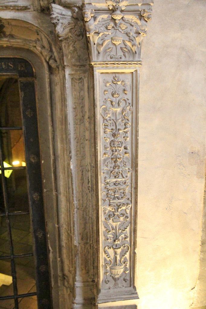 http://www.toulouse-brique.com/photos/st-sernin/porte-crypte-renaissance%20(3).JPG