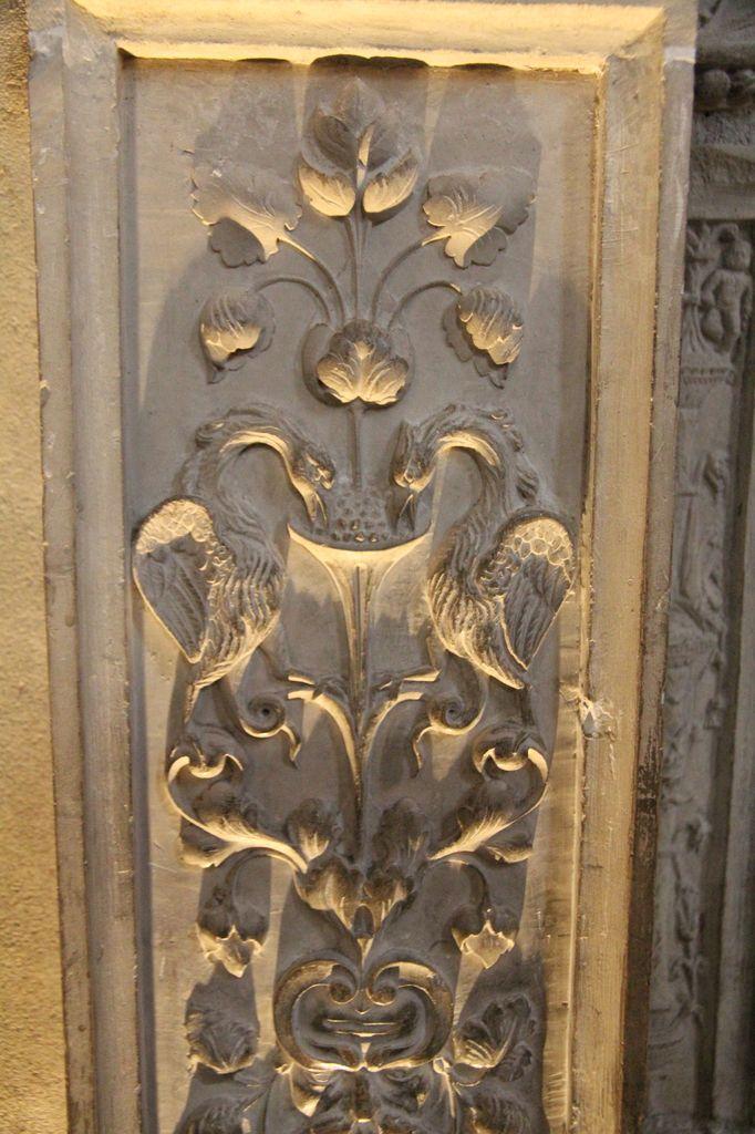 http://www.toulouse-brique.com/photos/st-sernin/porte-crypte-renaissance%20(5).JPG