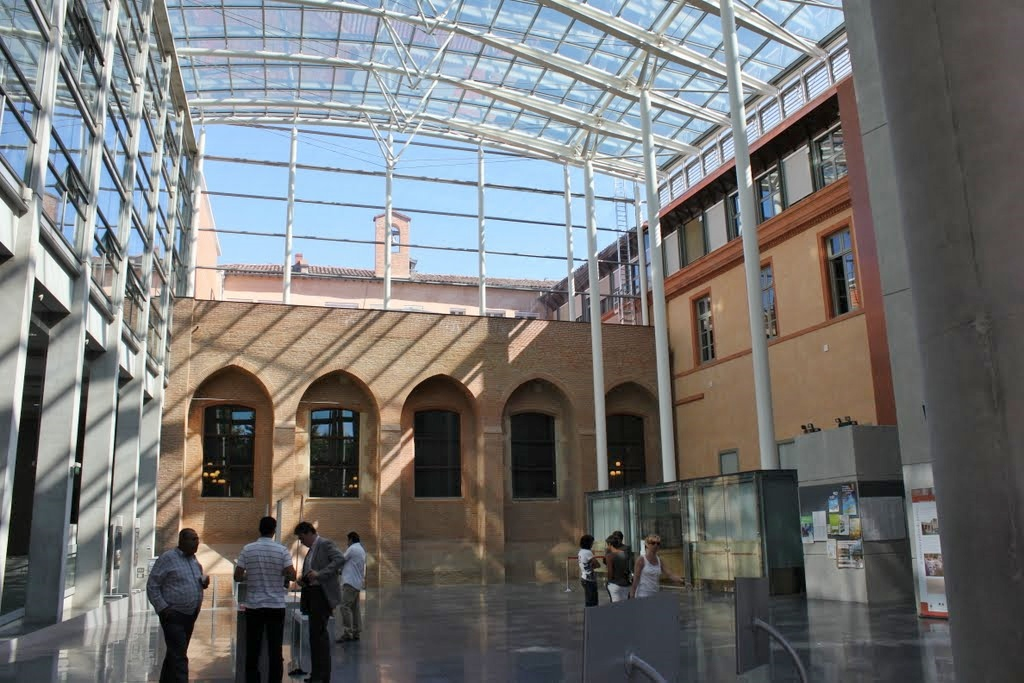 http://www.toulouse-brique.com/photos/tribunal/hall.jpg