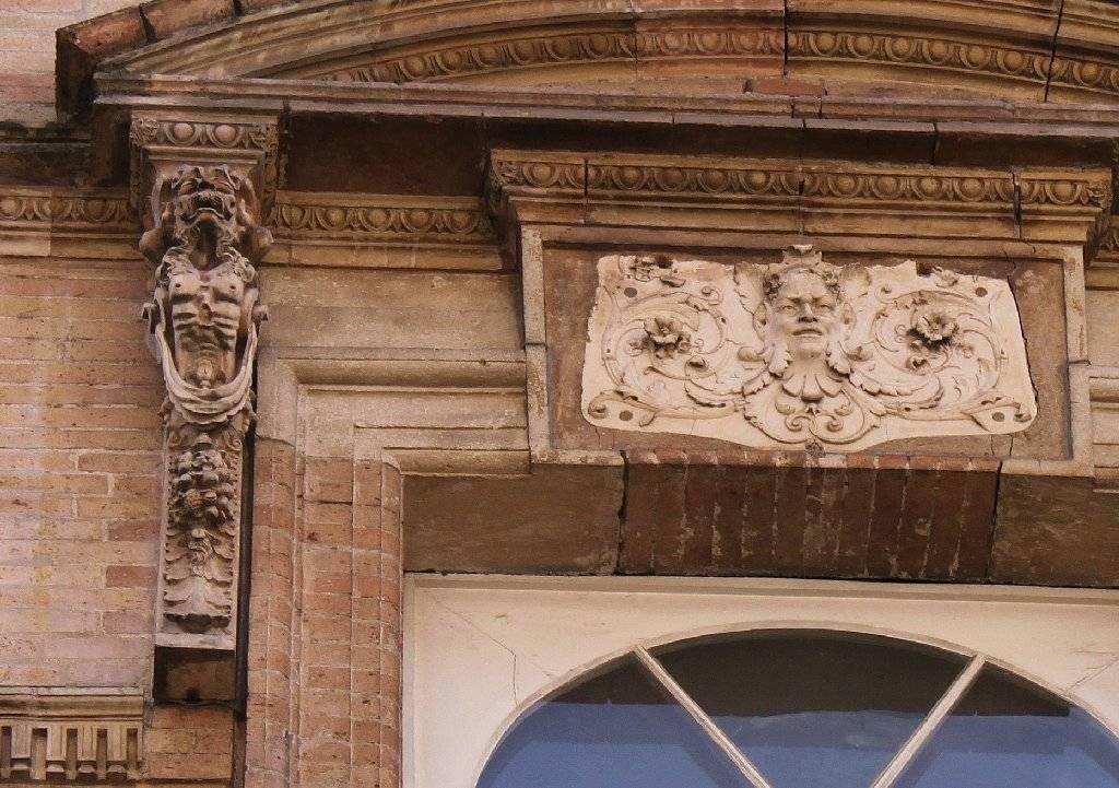 http://www.toulouse-brique.com/photos/virebent/5-rue-baronie-c.jpg