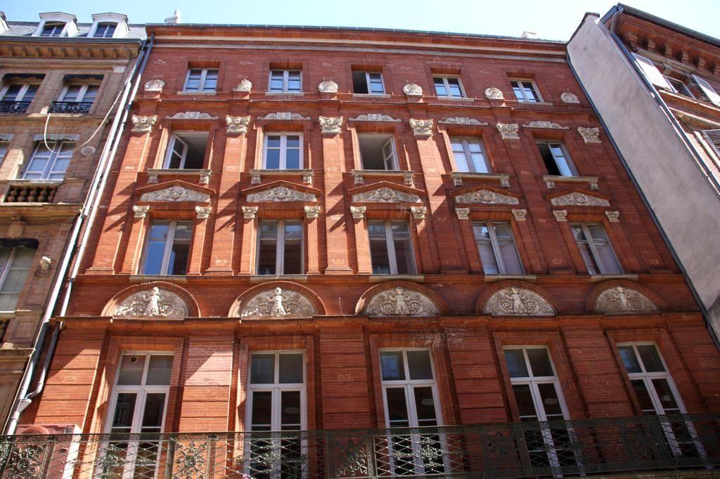 http://www.toulouse-brique.com/photos/virebent/70-rue-de-la-pomme-e.jpg