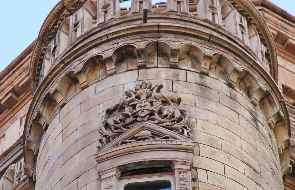 http://www.toulouse-brique.com/photos/virebent/baronie.jpg