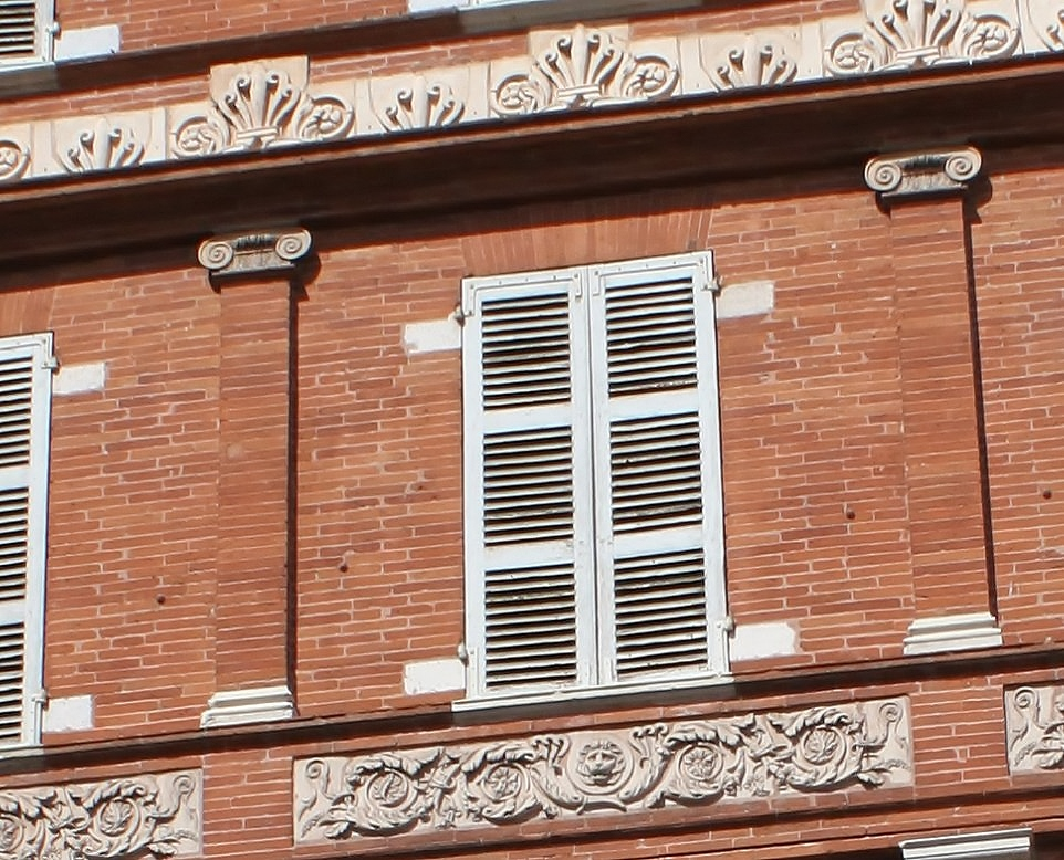 http://www.toulouse-brique.com/photos/virebent/carmes-2.jpg